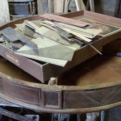 Progetto di restauro di un tavolo antico Carlo X