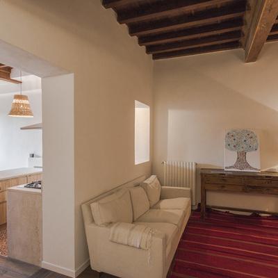 Un appartamento recuperato dai dettagli esotici a Firenze