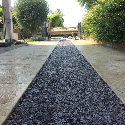 Realizzazione ingresso carraio in cemento stampato e scaglie di ardesia