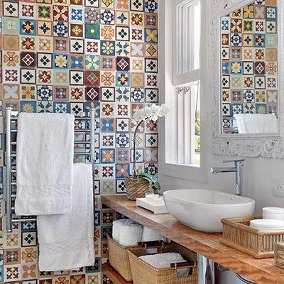 I vari metodi e materiali per coprire una parete in casa habitissimo - Vernice per bagno al posto delle piastrelle ...