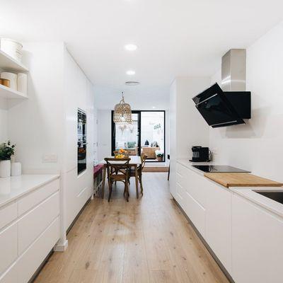 Arredare la  cucina (per un ambiente stretto e lungo)