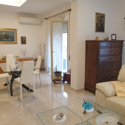 Appartamento di cinque vani 120 mq , Arenella