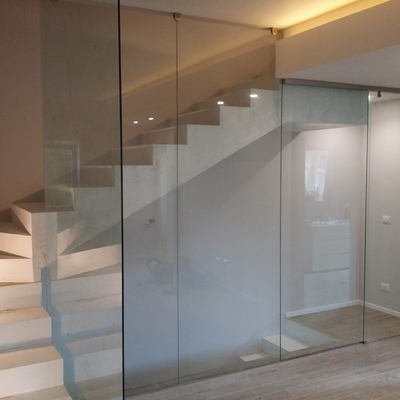 tamponamento in vetro e scala in vetro