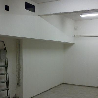 Scantinato a Milano Trasformato in Laboratorio Fotografico