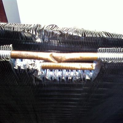 Schiacciamento radiatore unità esterna.