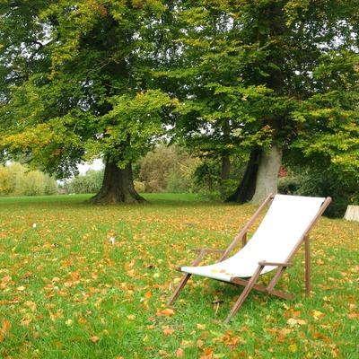 Le sedie sdraio in legno protagoniste dell'estate