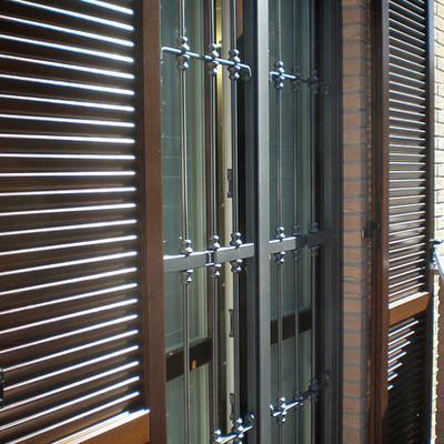 Serramenti e persiane in legno + inferriate in ferro