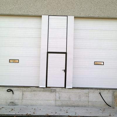 Sezionale con porta uscita di sicurezza