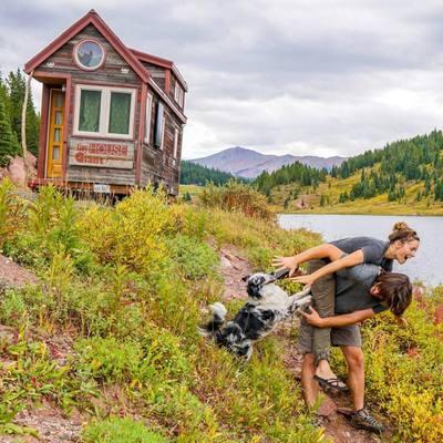 Tiny House: storia di due giovani e della loro casa a quattro ruote