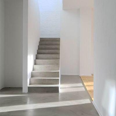 Idee e foto di scale in cemento resina per ispirarti habitissimo - Resina per scale ...