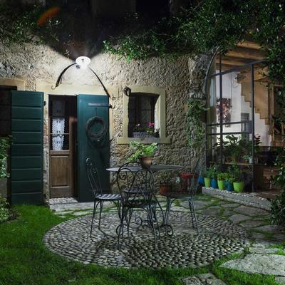 Idee e foto di terrazzo e giardino in stile rustico per - Giardino rustico ...