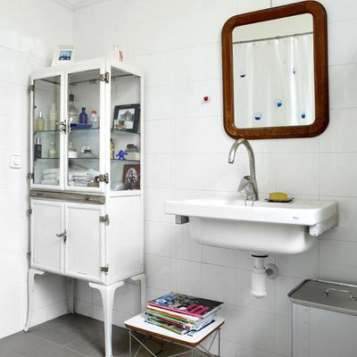 Dall'infermeria a casa tua: mobili e vetrine come in farmacia
