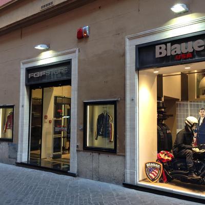 Negozio di abbigliamento in zona via Frattina a Roma