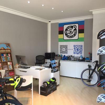 Bottega per la vendita e riparazione di biciclette