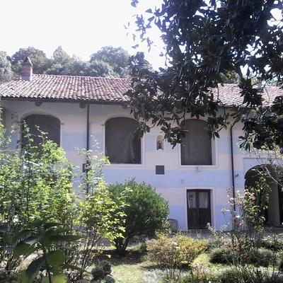 Ristrutturazione e restauro facciata cascinale con calce antica a pennello