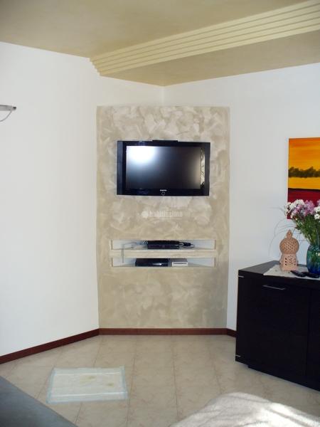 Foto creazione in cartongesso mobile porta tv di scala rosario 37628 habitissimo - Parete mobile in cartongesso ...