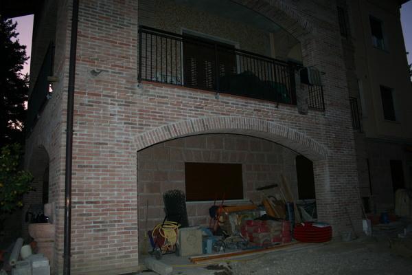Foto archi in mattoni a vista con una luce di apertura di for Arco in mattoni a vista