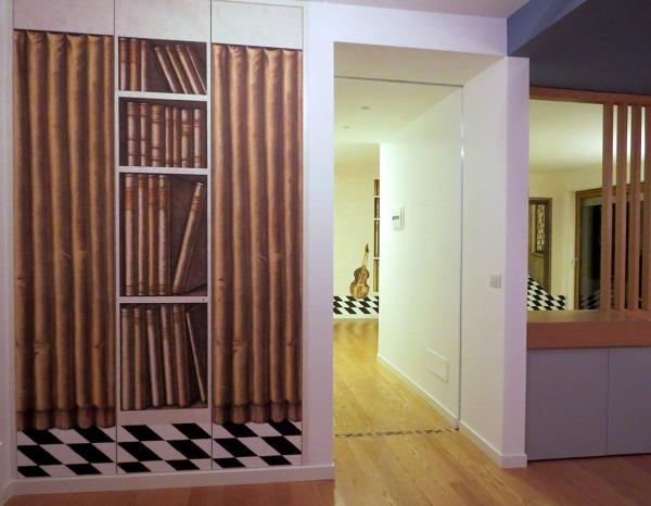 Foto armadio a muro con carta da parati trompe l 39 oeil di for Carta da parati adesiva per armadi