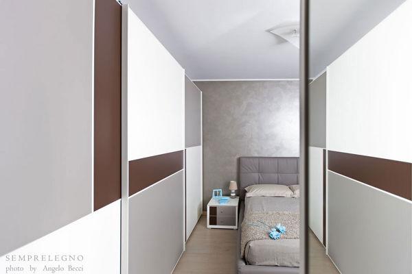 Armadi Per Camera Da Letto Su Misura : Foto arredamento per camera da letto moderna e armadio su misura