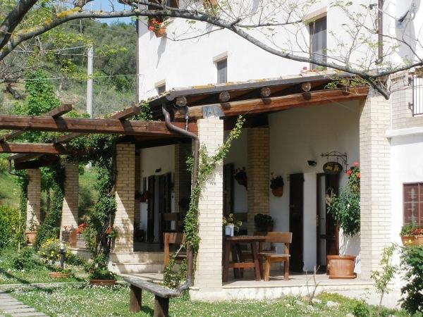 Foto arredamento spazi esterni casa in campagna di - Foto di arredamento casa ...