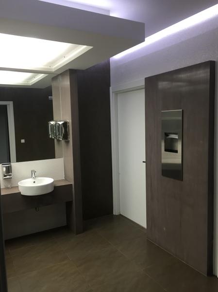 Foto bagni ristorante di architettura design 297592 for Aziende bagni design