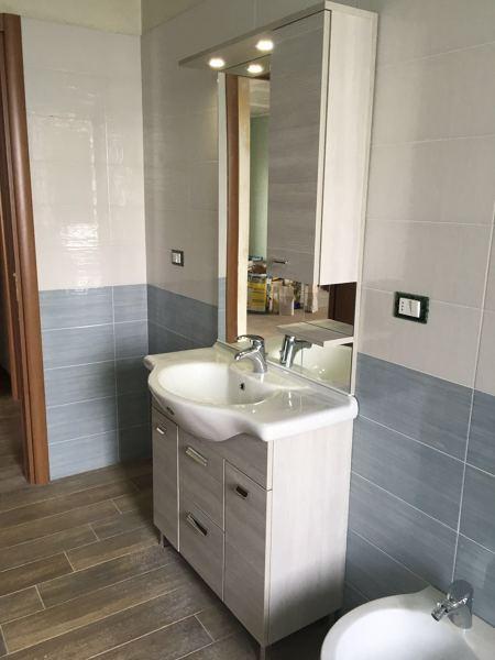 Foto bagno con pavimenti savoia ceramiche rivestimenti mgm luxor e mobili falegnameria - Ceramiche bagno prezzi ...