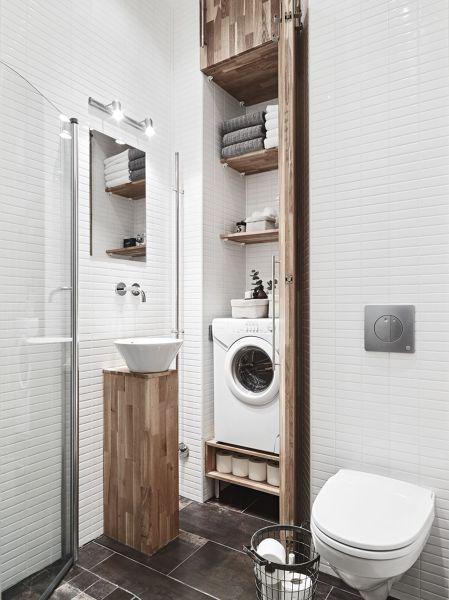 Foto bagno piccolo con mobili in legno su misura di - Petite salle de bain en longueur ...