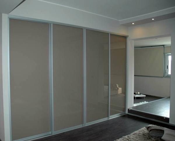 Foto cabina armadio con ante vetro di immagine interior for Cabina armadio ante scorrevoli ikea