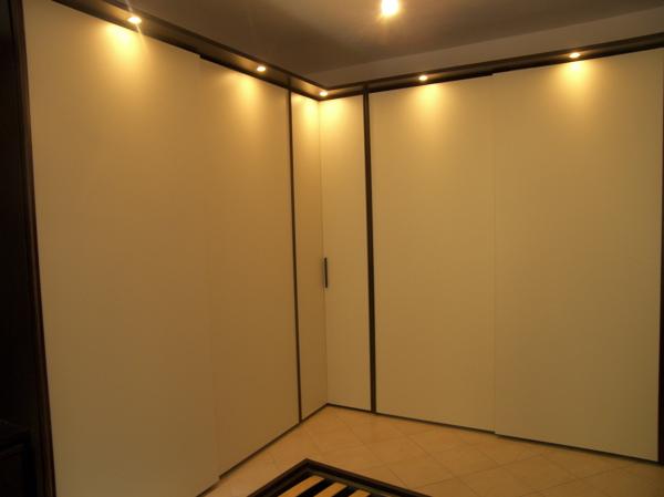 Camera Da Letto Rovere Bianco : Foto: camera da letto rovere scuro e laccato bianco crema di figli