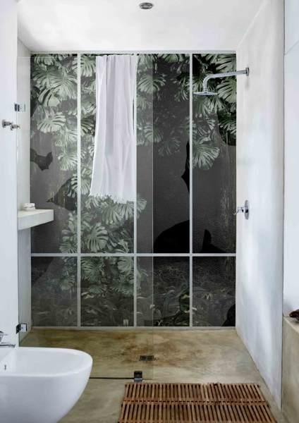 foto carta da parati in fibra di vetro per la zona doccia