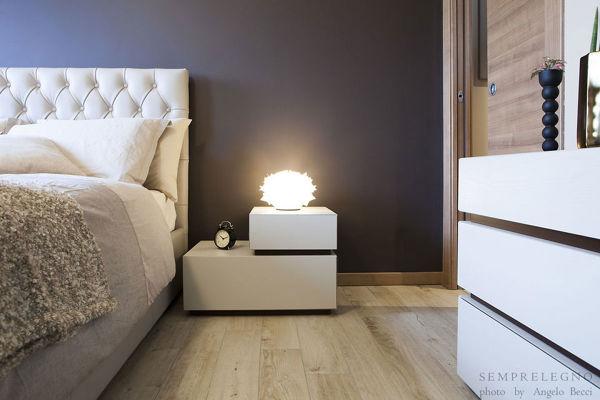 Foto com e comodino su misura per camera da letto di for Como x camera da letto
