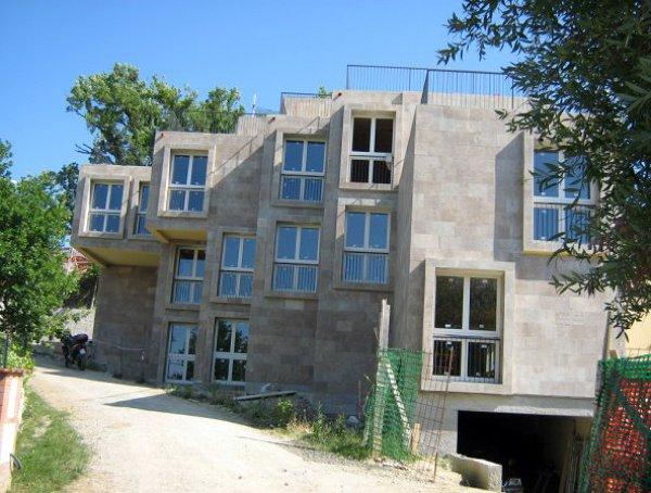 Foto complesso residenziale futuristico n 7 unit for Garage in metallo con planimetrie abitative