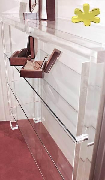 Foto consolle moderna in plexiglass con ripiano di for Consolle moderna