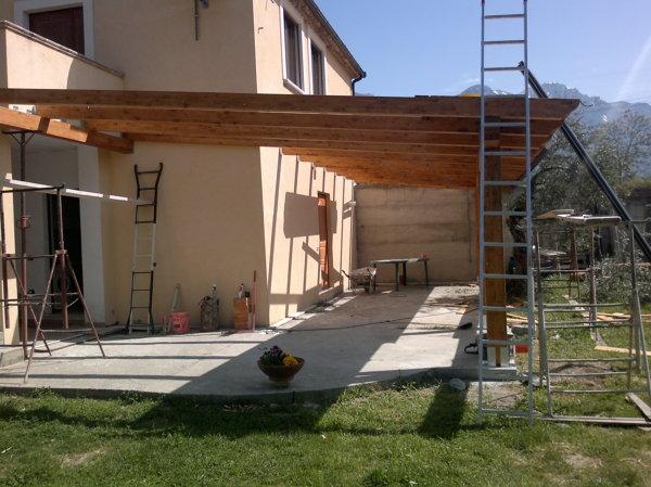 Foto costruzione portico in legno di impresa edile for Kit di costruzione portico