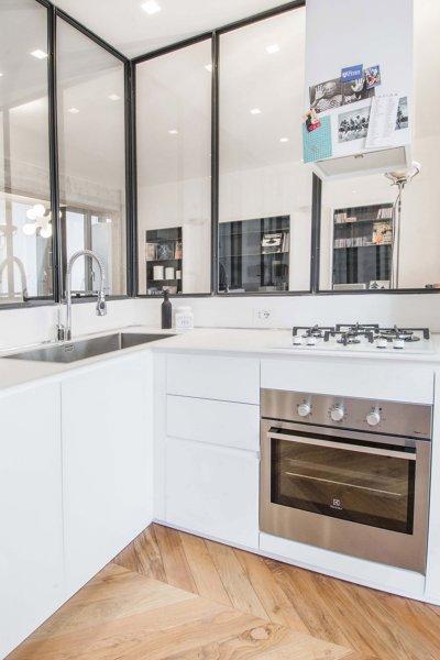 Foto: Cucina Bianca con Parete Vetrata di Rossella Cristofaro ...