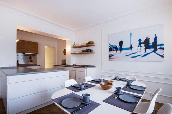 Foto cucina bianca con piani cemento di rossella for Piani di fattoria bianca