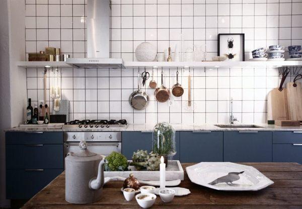 Foto: cucina blu con piastrelle bianche di rossella cristofaro