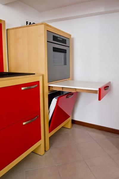 Foto: Cucina Compact Space Monoblocco Rosso - Particolari di ...