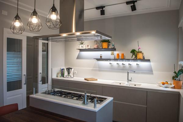 Isola Cucina Piano Di Lavoro.Foto Cucina Con Isola Piano Di Lavoro Di A A Architects