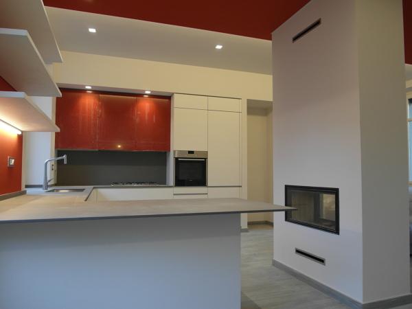 Foto cucina con penisola e caminetto bifacciale di symmetria 281738 habitissimo - Cucina con camino ...