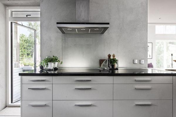 Foto cucina con piano cottura a induzione di rossella for Cucina a induzione