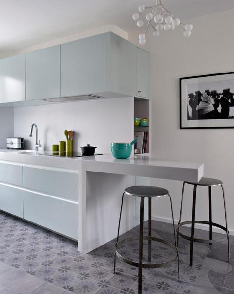 Foto: Cucina con Piano Snack a Sbalzo di Rossella Cristofaro #537237 ...