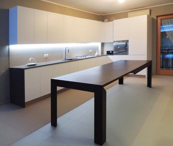 Foto: Cucina con Tavolo Estensibile di Alessandro Sassi #509464 ...