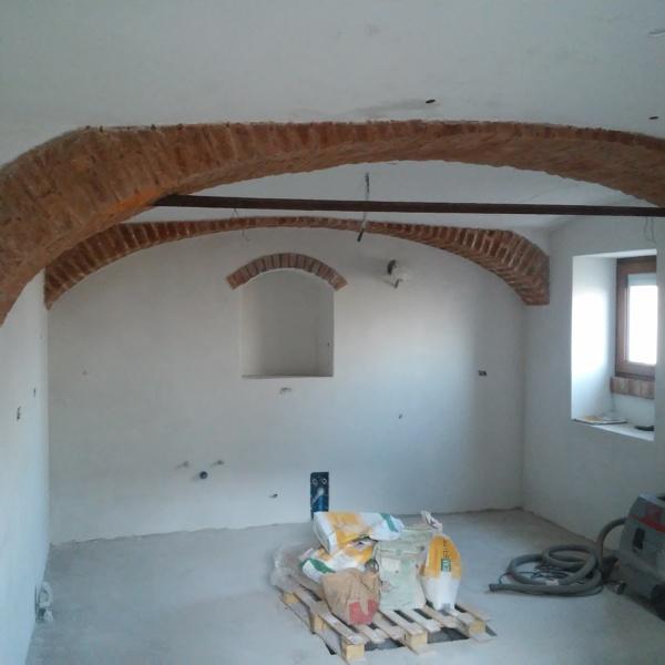 Foto cucina con vecchi archi di impresa intonacatrice for Vecchi piani colonica con foto