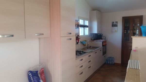 Foto cucina finale con pittura color panna alle pareti di societ trincas di trinca sergio - Cucina color panna ...