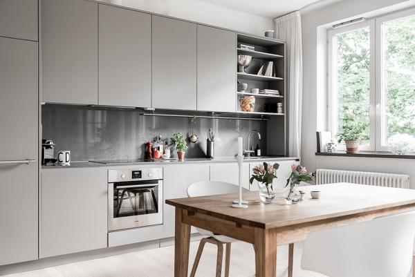 Foto: Cucina Grigia con Piano Cottura In Vetroceramica di Rossella ...