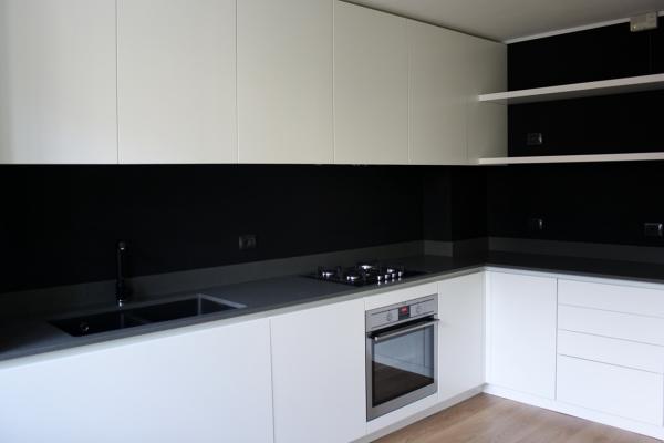 Foto cucina su misura con fondo effetto lavagna di tratto studio 475061 habitissimo - Lavagna per cucina ...
