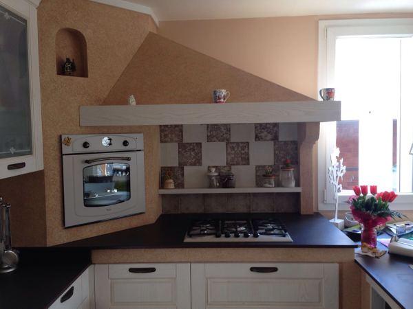 Foto dettaglio cappa e colonna forno ad angolo di primo giancarlo interior designer 373155 - Cucine con cappa ad angolo ...