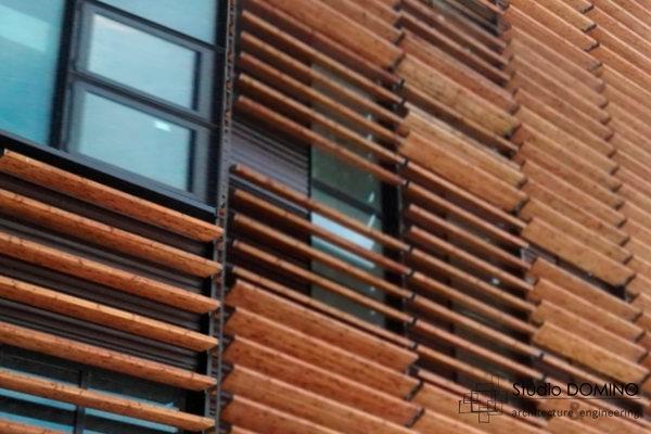 foto dettaglio del brise soleil in legno di studio