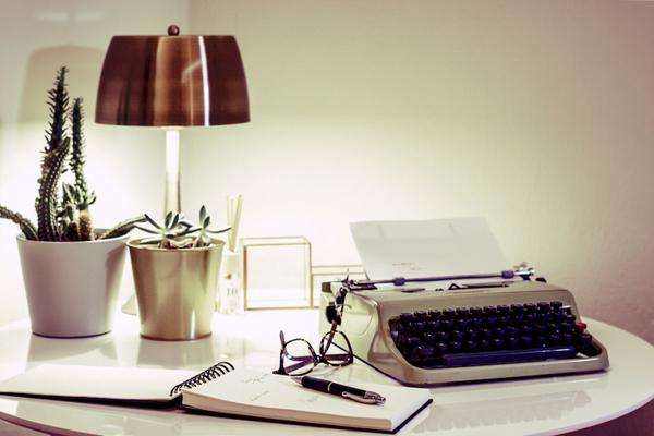 Foto dettaglio scrivania camera ospiti di imaginoteca for Camera ospiti